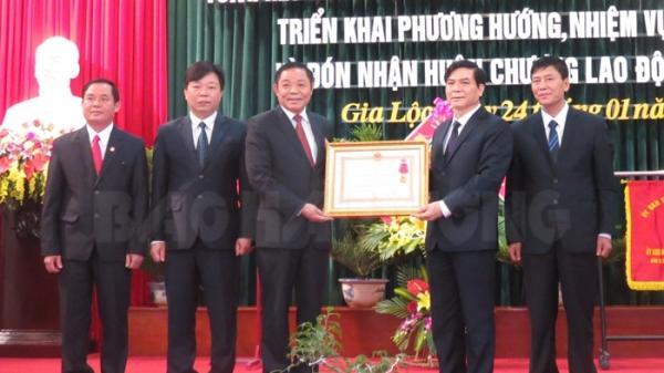 Gia Lộc đón nhận Huân chương Lao động hạng ba