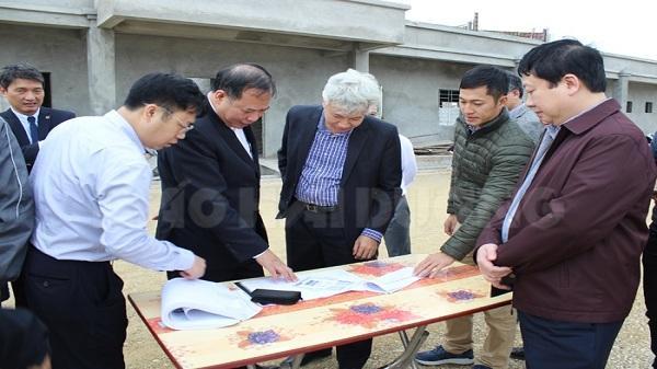 Các đồng chí lãnh đạo tỉnh kiểm tra một số dự án ở Ninh Giang