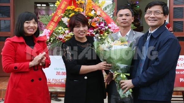 Lãnh đạo tỉnh tặng quà gia đình các cầu thủ U23 Việt Nam