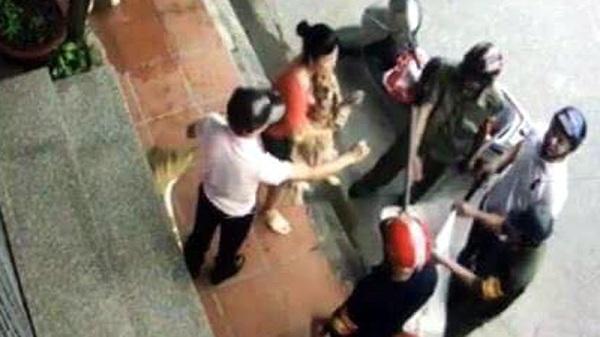 Hải Dương: Cán bộ phường cầm gậy bắt chó thả rông ra đường