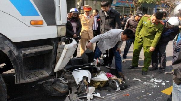 Hải Dương: Va chạm kinh hoàng với xe bồn, người đàn ông Trung Quốc nguy kịch