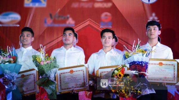 """Giao lưu 4 tuyển thủ U23 ở Hải Dương: Văn Thanh tái hiện màn ăn mừng """"kinh điển""""; Trọng Đại được khen là hot boy"""