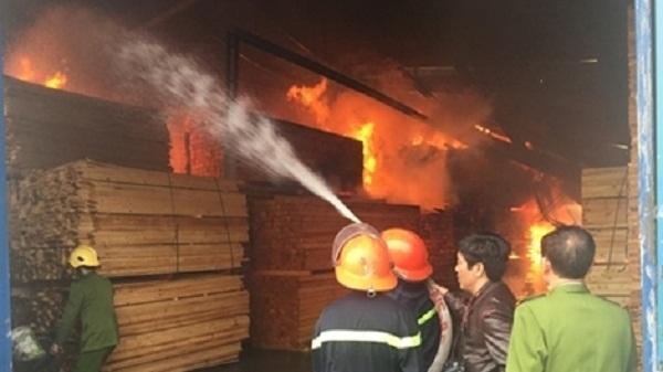 Hải Dương: Cửa hàng bán đồ gỗ, hàng gia dụng bị cháy
