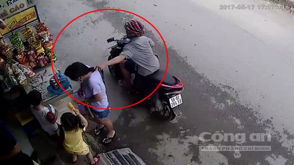 Hải Dương: Bị cướp giật dây chuyền khi đang đi bộ trên đường