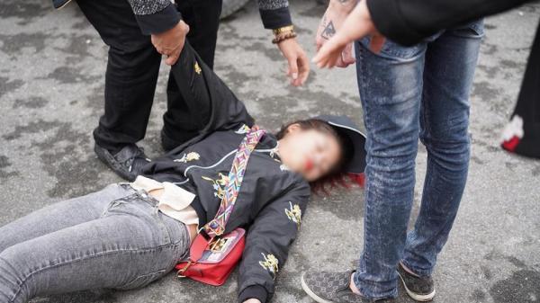 Thực hư hình ảnh cô gái trẻ khóc lóc vật vã, ngất lên ngất xuống khi chia tay người yêu lên đường nhập ngũ