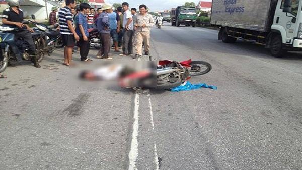 Hải Dương: Va chạm xe máy khiến 2 người bị thương vì nghe điện thoại
