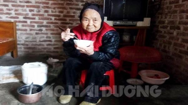 Hải Dương: Xót xa mẹ già 95 tuổi lo từng bữa cơm, chén nước nuôi con trai duy nhất bị tâm thần
