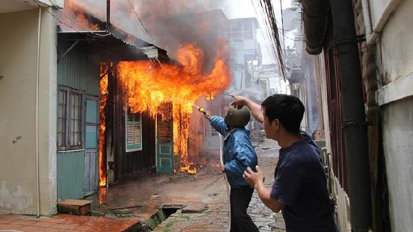Hải Dương: Tuyên án 8 năm tù cho kẻ đổ xăng đốt nhà hàng xóm để trả thù