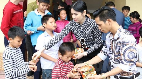 Hoa hậu Nhân ái châu Á làm từ thiện tại Hải Dương