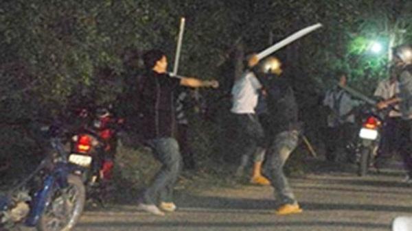 Hải Dương: KHẨN CẤP truy bắt thanh niên cầm dao đâm chết con nợ ngay giữa đường