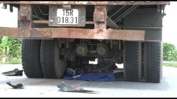 Thanh Miện - Hải Dương: Xe container cán nát xe máy