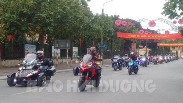 Vừa ra mắt, Câu lạc bộ Mô tô TP Hải Dương đã gây náo loạn đường phố