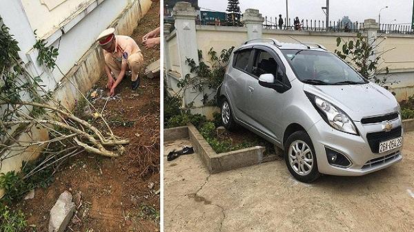 Thầy giáo tiểu học lùi xe trong sân trường khiến 1 học sinh tử vong, 1 em bị gãy chân
