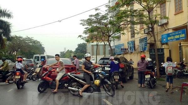 Hải Dương: Nguy hiểm rình rập học sinh ngay trong sân trường