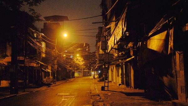 NÓNG: Gần chục thanh niên đánh chủ tiệm cầm đồ, cướp xe ô tô trong đêm ở Hải Dương