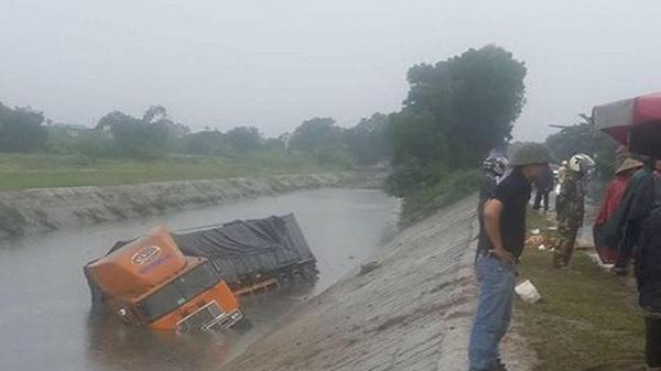 Hải Dương: Tai nạn giao thông liên hoàn lúc trời mưa, 2 người tử vong