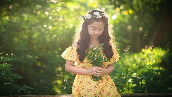 """Bé gái Hải Dương 9 tuổi cao 1m47, cằm V-line thanh tú tự nhiên đúng chuẩn """"hoa hậu"""""""