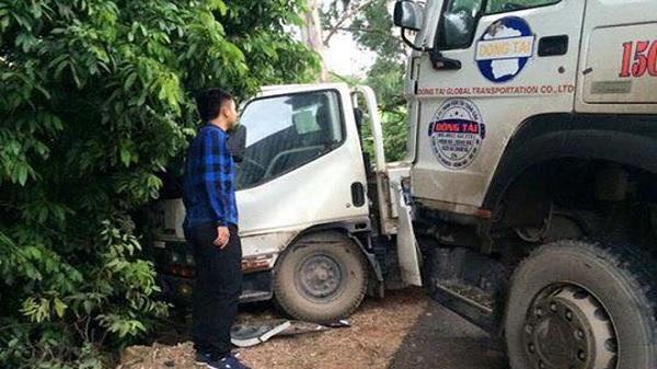 Xe CSGT đang đi làm nhiệm vụ bị xe tải đâm trúng