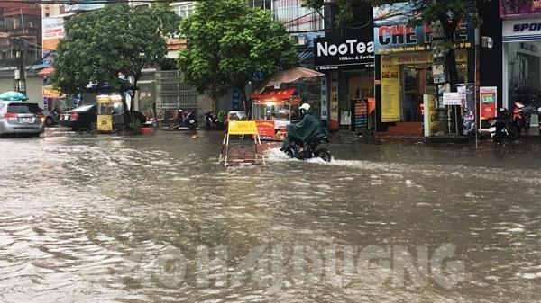 TP Hải Dương: Nhiều tuyến đường lại ngập sâu sau mưa lớn