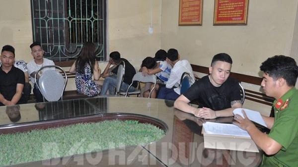 HOT: Bắt nhóm đối tượng sử dụng ma túy tại quán karaoke mới khai trương ở Hải Dương