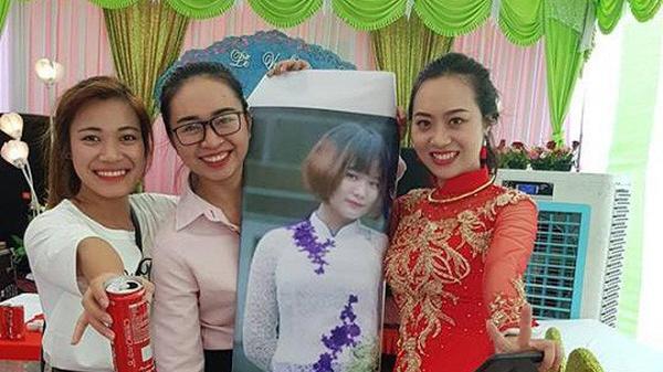 Độc đáo: Cô dâu Hải Dương chụp ảnh cùng hình bạn thân trong ngày cưới