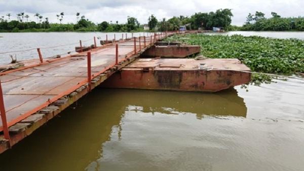 Cầu phao lung lay trên khúc sông 'tử thần' ở Hải Dương