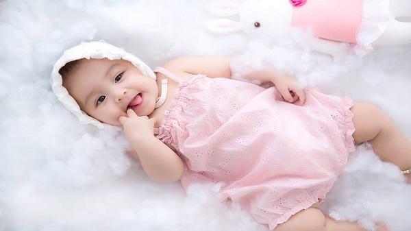 Bé gái 5 tháng tuổi Hải Dương đáng yêu như búp bê