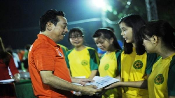 """""""Người phán xử"""" đá bóng gây quỹ ủng hộ sinh viên nghèo"""