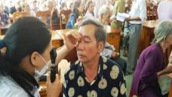 Hàng nghìn người cao tuổi được khám mắt, cấp thuốc miễn phí