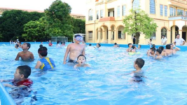 Nam Sách chú trọng dạy trẻ học bơi