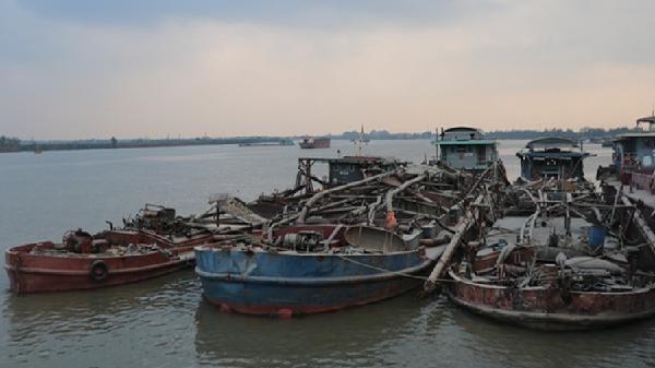 Nam Sách (Hải Dương): Xử phạt tàu hút cát trái phép
