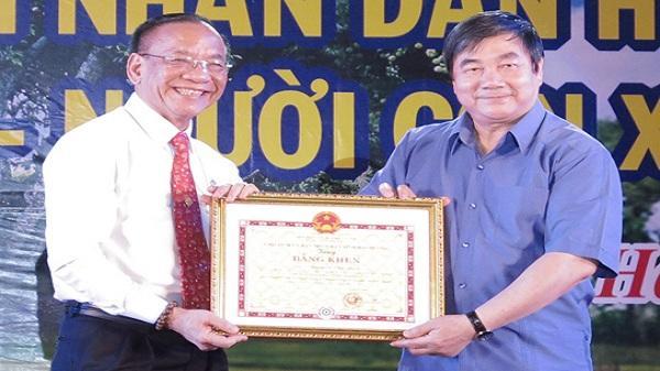 Một doanh nhân ủng hộ huyện Thanh Hà hơn 40 tỷ đồng
