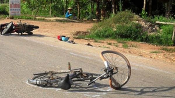 Hải Dương: Xe máy va chạm với xe đạp, bé gái 1 tuổi tử vong tại chỗ