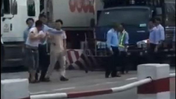 Nhân viên trạm thu phí quốc lộ 5 hành hung tài xế biển kiểm soát Hải Dương
