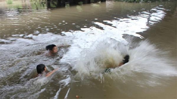 Về quê Hải Dương chơi, 2 trẻ chết đuối thương tâm