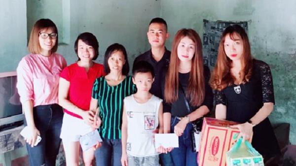 Gần 16 triệu đồng hỗ trợ mẹ con chị Dinh