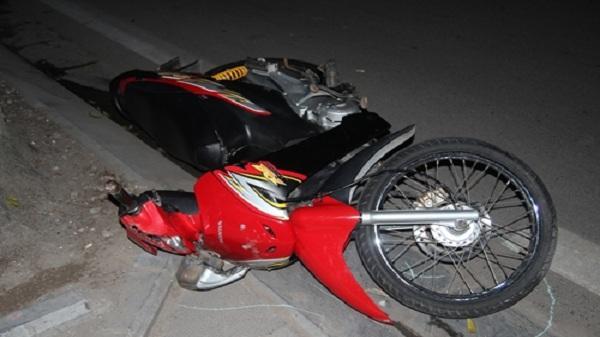 Va chạm giao thông: Xe máy đâm người đi bộ, cả 2 người bị thương nặng