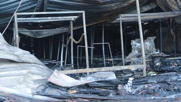 1 người chết do cháy xưởng bánh kẹo ở Hải Dương