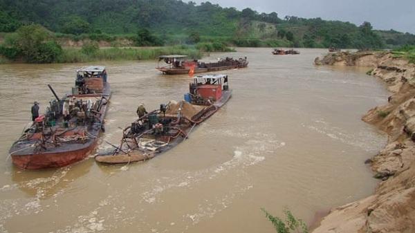 """Điểm tin 8/11: Bắt """"cát tặc"""" trên sông Thái Bình"""