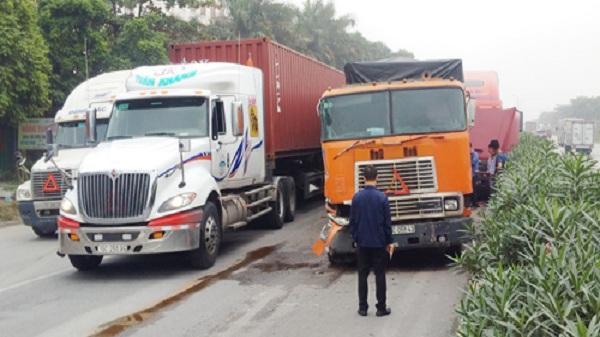 Hải Dương: 3 ô tô chở container đâm liên hoàn, ùn tắc kéo dài