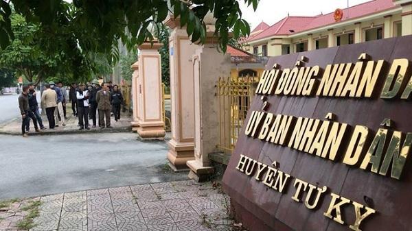"""Hải Dương: """"Côn đồ"""" quấy phá, người dân kéo đến UBND huyện cầu cứu"""