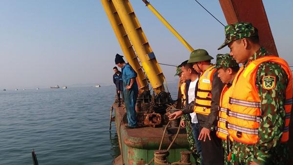 Tàu chở 31 hành khách chìm trên Vịnh Hạ Long sau va chạm với xà lan