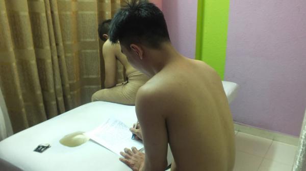 Công an xóa hàng loạt tụ điểm massage kích dục
