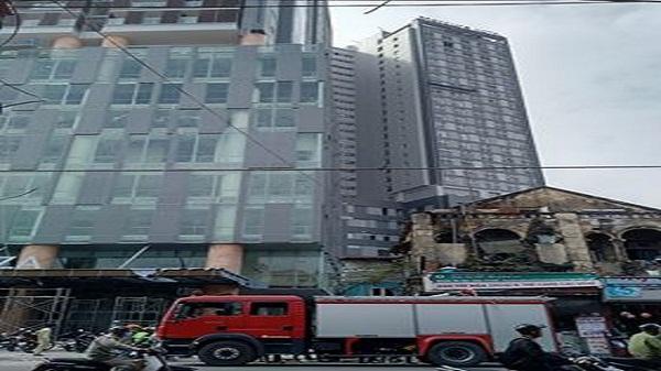 Cháy tại tòa nhà cao nhất Hải Phòng, đường Lạch Tray ùn tắc