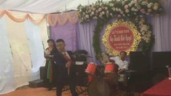 Chú rể múa côn nhị khúc trong đám cưới: Dân mạng 'thách thức' hội người yêu cũ cô dâu dám 'làm loạn'