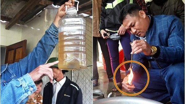 """Giếng nước bỗng biến thành """"giếng dầu"""", người dân đổ xô đến xin về dùng"""