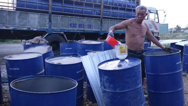 Cần Thơ: Hàng trăm thùng phuy dầu thải từ nhiệt điện bị xử lý sai