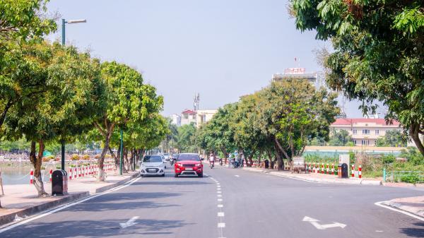 Phố đi bộ Trịnh Công Sơn (Hà Nội): Thu vé xe giá 10.000 đồng là sai quy định
