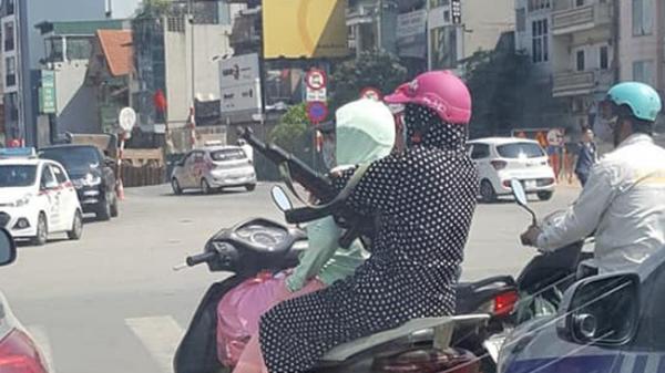 Hai chị ninja vác 'súng AK' tung hoành giữa đường phố Hà Nội
