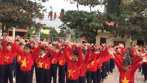600 học sinh nhảy dân vũ cổ vũ đội tuyển Việt Nam